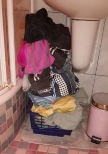 Wäscheberge türmen sich in der Wohnung